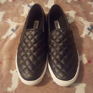 Steve Madden slip on tennis shoes
